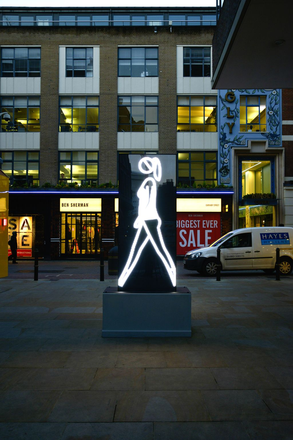 Julian-Opie.-Shaida-walking.-2015.-Double-sided-LED-monolith.-Carnaby-St-London.-Permenant-installation-done