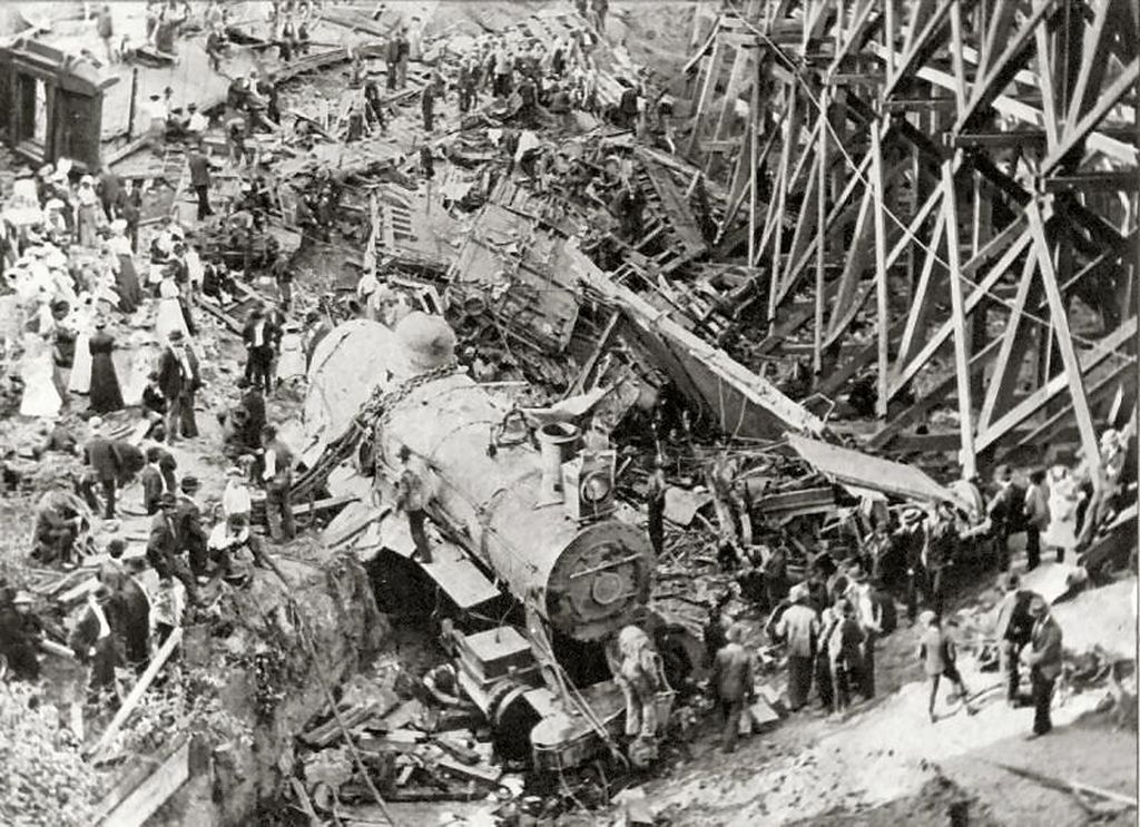 Hammond_Circus_Train_Wreck_1918-done
